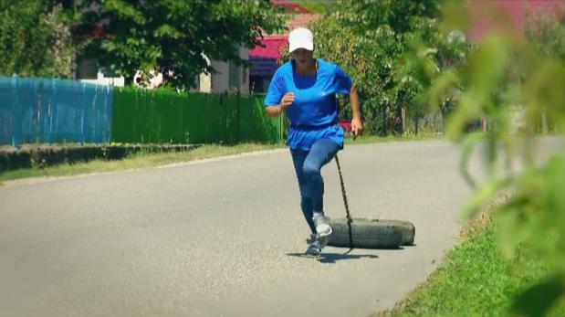 Ambiţie fără limite: de la munca cu ziua cu sapa la CAMPIOANĂ MONDIALĂ în cadrul unuia dintre cele mai dure sporturi din lume
