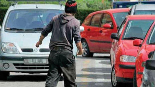 """Gata cu """"băieţii de la parcare""""! Senatul a adoptat proiectul pentru sancţionarea parcagiilor"""