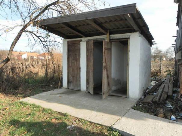 Şcoli cu WC-ul în curte. Peste 230.000 dintre elevii din România nu au toalete în interiorul şcolii. Cele mai sărace judeţe sunt Teleorman şi cele din regiunea Moldovei