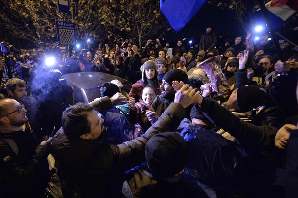 Cine este deputatul UDMR care compară protestatarii din faţa Parlamentului cu minerii