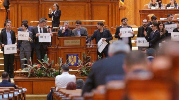 Circul continuă în Parlament. Noi amendamente apărute peste noapte lovesc în DNA