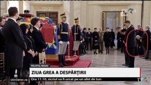 """Iohannis în picioare, Dragnea şi Tăriceanu pe scaun. """"- Ce ai înţeles tu de aici? -Că regele nu mai e şi am rămas doar cu comuniştii"""""""