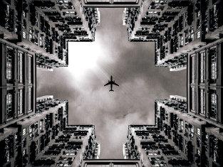 Misterioasa companie aeriană CARE SPERIE pe toată lumea. A făcut achiziţii de 40 de miliarde de dolari pe şase continente într-un singur an
