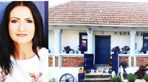"""Ea e """"Zâna Lavandei"""" din România. Tânăra şi-a creat singură ţinutul mov în inima Transilvaniei, iar imaginile sunt impresionante"""