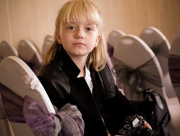"""Puştoica de 9 ani care este fotograf profesionist."""" A făcut primele poze la vârsta de doar trei ani """""""