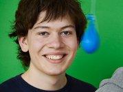 Tânărul de 22 ani care a descoperit una dintre cele mai mari erori din industria calculatoarelor