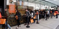 Americanii aşteaptă la coadă pentru a testa noul magazin Amazon al cărui obiectiv este eliminarea cozilor