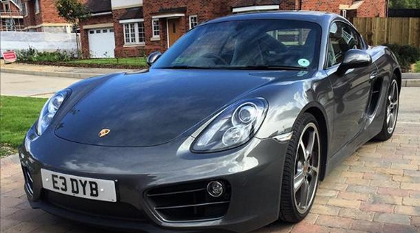 """Un englez îşi vinde Porsche-ul cu 20 de lire.Dar pentru a încheia """"afacerea"""" clenţii trebuie să îndeplinească o sigură condiţie."""