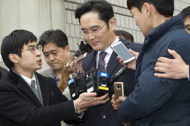 Miliardele deschid uşi? Moştenitorul grupului Samsung, eliberat din închisoare după ce a fost implicat într-un scandal major de corupţie