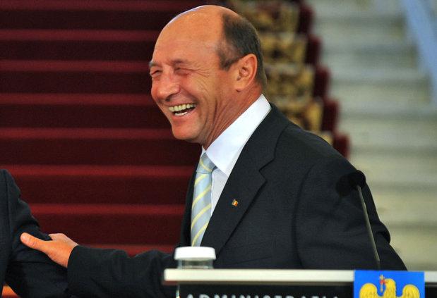 """Traian Băsescu: """"Daddy, e groasă cu revoluţia!"""""""