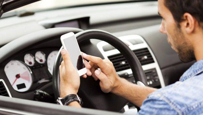 Ţara unde şoferii nu mai au voie să folosească mobilul nici când maşina este oprită. Pedepsele sunt drastice