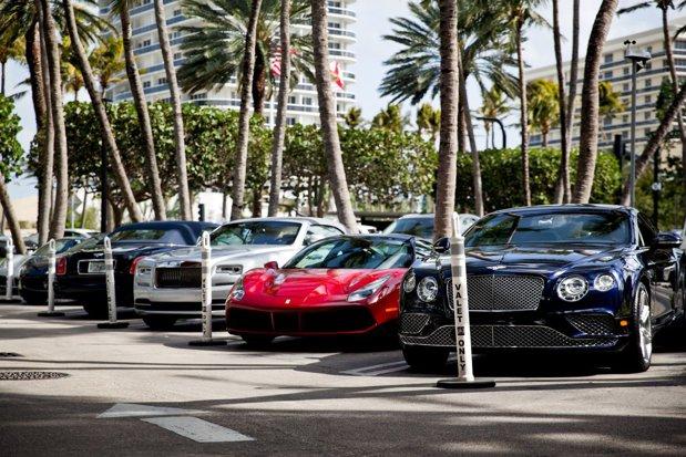 Cum arată magazinul celor super-bogaţi, unde doar parcarea te costă 30 de dolari - FOTO