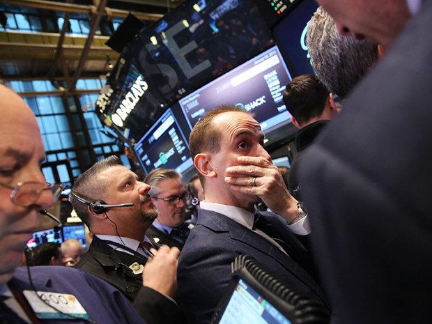 O nouă furtună se abate pe burse: Bursele din Asia se prăbuşesc din nou, în Europa revin scăderile majore, iar Indicele Dow Jones din SUA închide pe minus cu 4,15%