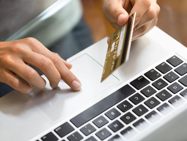 Vânzările din comerţul clasic au scăzut drastic în ianuarie, dar au crescut livrările online