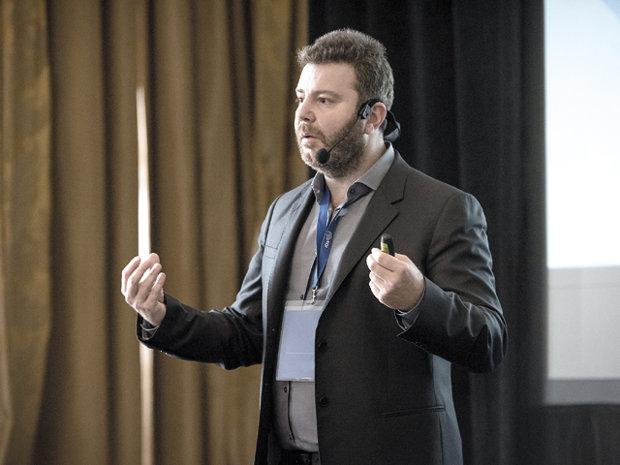 Cine este Daniel Dines, românul care a reuşit să construiască o companie de 1 miliard de dolari