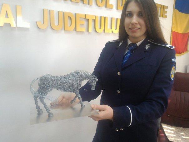 O poliţistă din Cluj prinde hoţi la serviciu, iar în timpul liber creează opere de artă