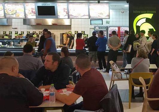 Lanţul românesc care se bate cu McDonald's şi KFC a ajuns într-un alt oraş din centrul ţării