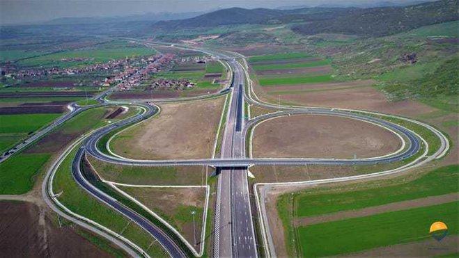 """Autostrada din România finalizată dar ţinută închisă. API: """"RUŞINE! Ne chinuim din decembrie 2017 să explicăm unei ţări întregi situaţia penibilă în care ne aflăm"""