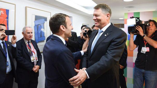 """Emmanuel Macron salută munca lui Klaus Iohannis privind democraţia: """"Nu îşi lasă ţara din mână"""""""