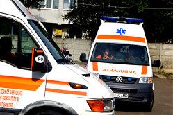 Două femei dintr-o comună suceveană cheamă zilnic ambulanţa, ca să ajungă în oraş, la cerşit