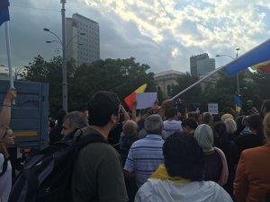 Protest în Piaţa Victoriei   Manifestanţii, reproşuri la adresa coaliţiei PSD-ALDE; traficul, închis pe Bulevardul Aviatorilor