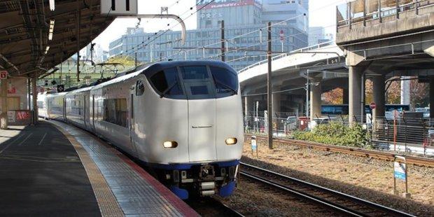Un operator feroviar din Japonia şi-a cerut scuze public pentru că trenul ar fi plecat cu 25 de secunde mai devreme din gară, în timp ce trenurile româneşti întârzie cu orele