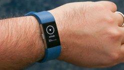 Probleme pentru americanii de la Fitbit: Mai mulţi utilizatori spun că au fost electrocutaţi de gadget-urile producătorului