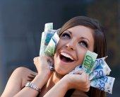 A dat lovitura! Afacerea din România care dă peste cap toate calculele: Te costă o nimica toată să produci, dar un kilogram se vinde cu 25.000 de dolari!