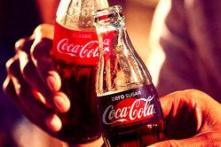 Gigantul Coca-Cola atacă piaţa băuturilor alcoolice. Compania a lansat astăzi prima băutură alcoolică din istoria ei de peste 125 de ani