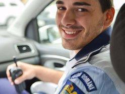 """Şofer din România, întrebare pentru Poliţie: """"Dacă merg pe un drum cu 160 km/h iar din faţă bate vântul cu 120 km/h, ce viteză înregistrează radarul """". Răspunsul poliţiştilor:"""
