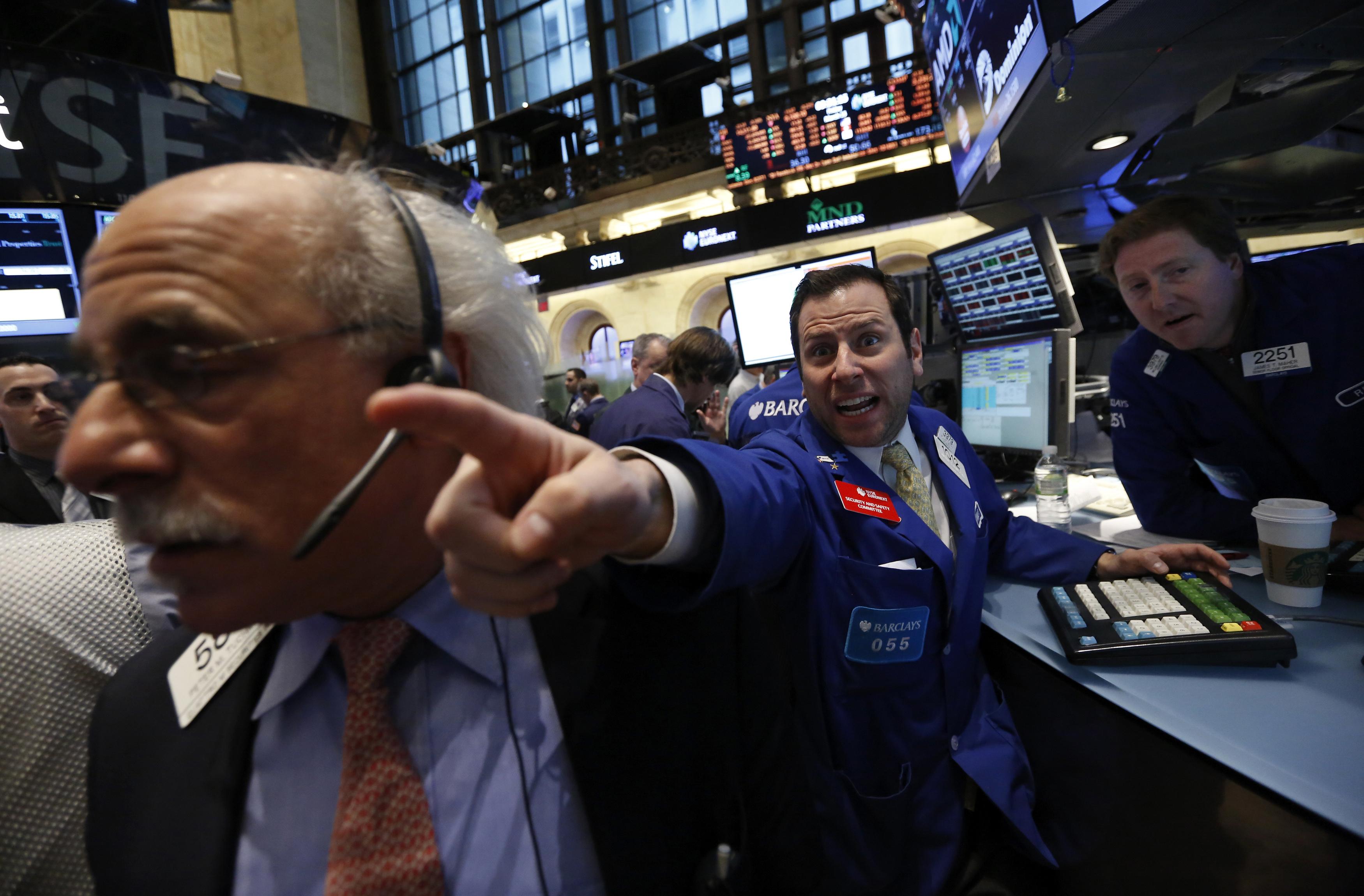 dezastru-la-bursa-din-china-peste-1000-de-companii-au-