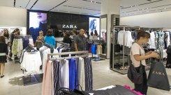 LOVITURĂ uriaşă pentru H&M. Retailerul a ÎNFURIAT milioane de clienţi. Decizia care i-a scos din minţi pe cei care...