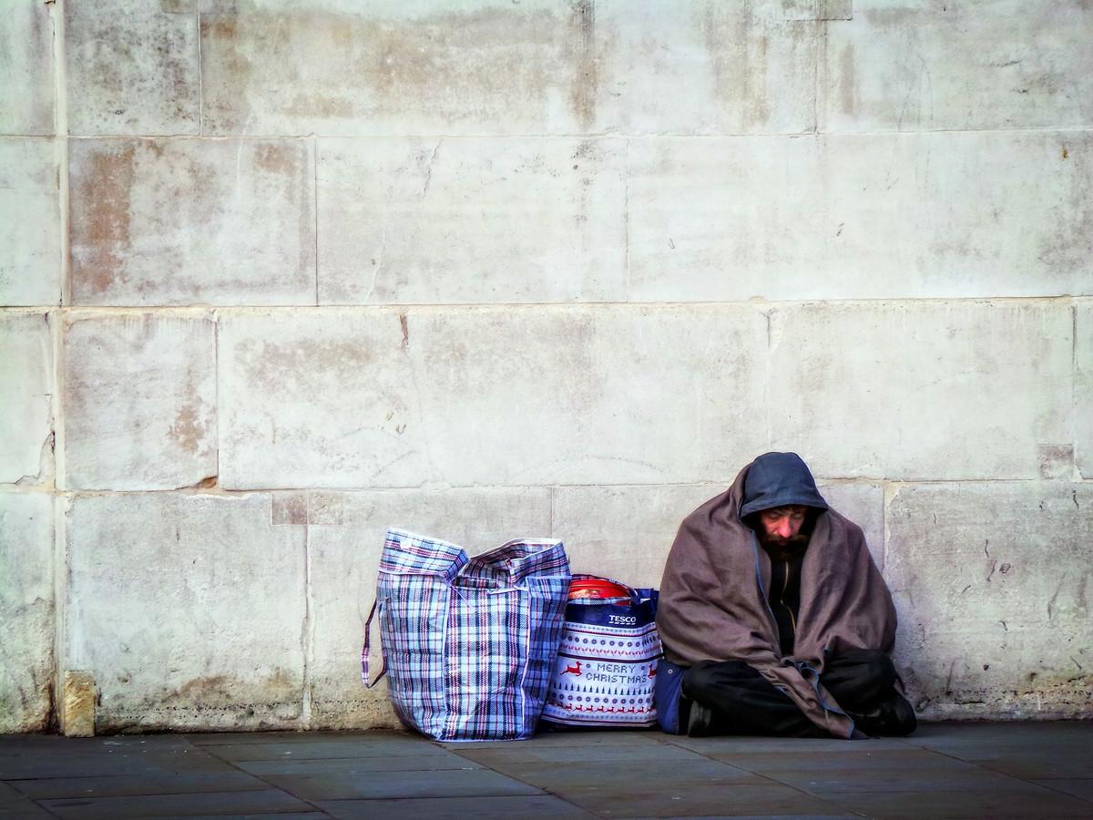 o-tara-vecina-cu-noi-este-prima-din-lume-care-a-interzis-prin-constitutie-locuitul-pe-strada-ce-pedeapsa-primesc-persoanele-prinse-ca-dorm-pe-strada