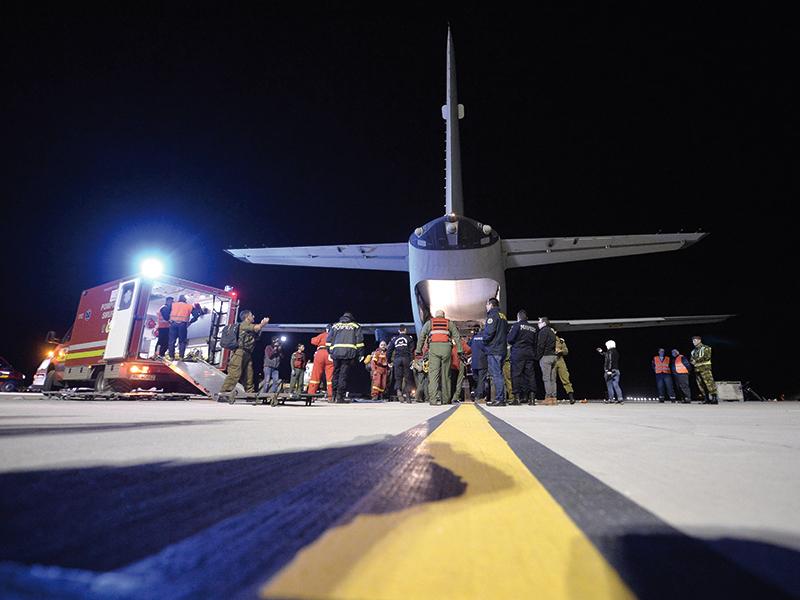 operatiunea-de-evacuare-a-unor-pacienti-catre-alte-zone-din-tara-la-baza-90-transport-aerian-din-otopeni-judetul-ilfov-