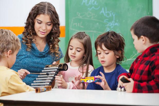 Veşti bune pentru părinţii din România: De la anul alocaţia pentru copii ar putea creşte