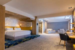 Cum arată hotelul deschis de fondatorul lanţului de restaurante Spartan - VIDEO