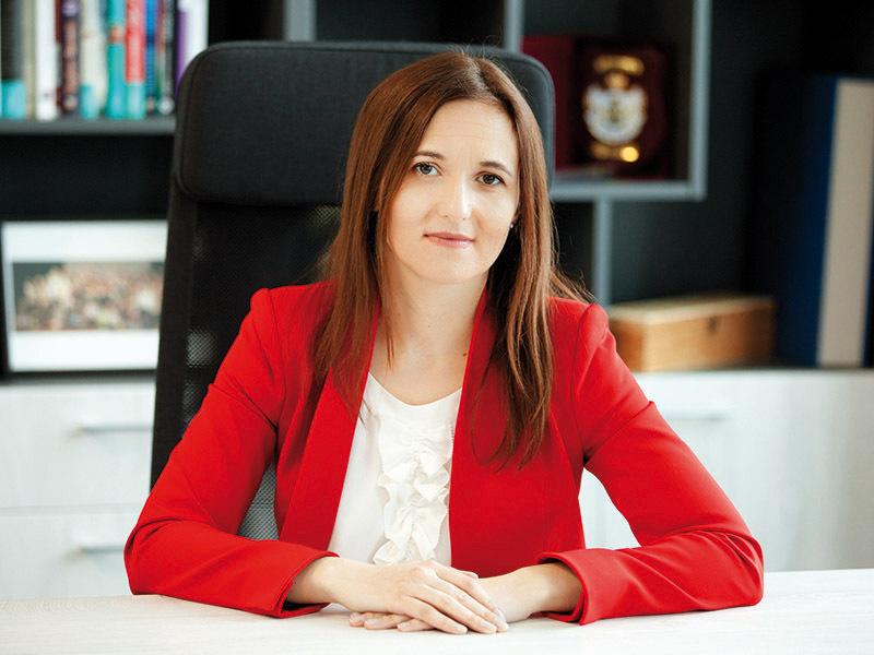 Cele mai puternice 100 de femei din business: Laura Ţeposu, director dezvoltare şi fondatorn { Libris.ro }