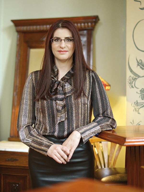 Cele mai puternice 100 de femei din business: Lavinia Ivas, country manager { Douglas }