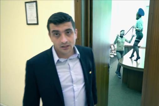 Un candidat independent a filmat scene controversate pentru un clip electoral, în incinta primăriei din Iaşi. Reacţia primarului Chirica