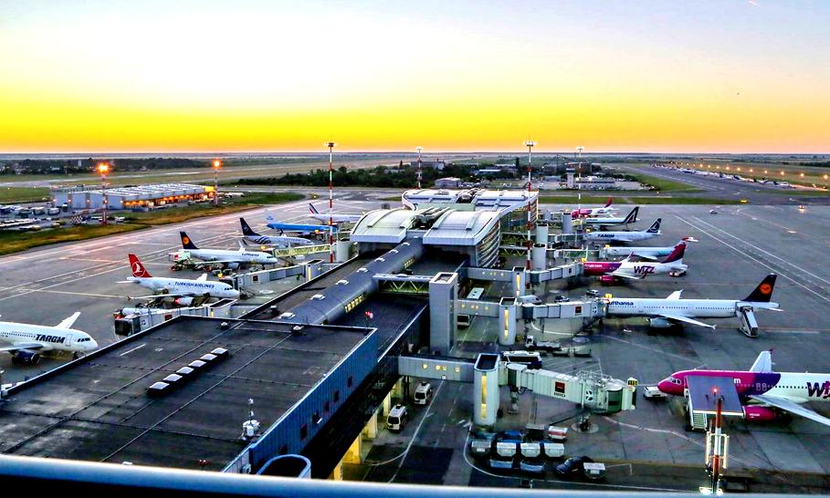 Aeroportul Otopeni, în top 5 CELE MAI PROASTE din LUME. Ne lăudăm cu numărul record de pasageri, dar aglomeraţia de aici ne plasează aproape pe aceeaşi poziţie cu aeroportul din Kuweit