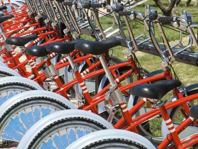 Bucureştiul va fi împânzit de piste de biciclete: Primăria Capitalei anunţă că va construi în următoarele 6 luni piste cu o lungime totală de 48 km