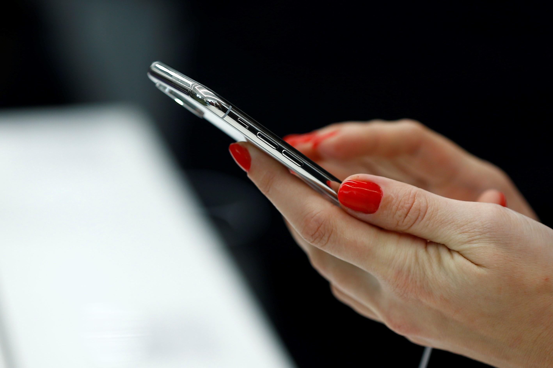 Producătorii de telefoane mobile sunt obligaţi să importe telefoane cu opţiune de primire a mesajelor RO-ALERT deja activată