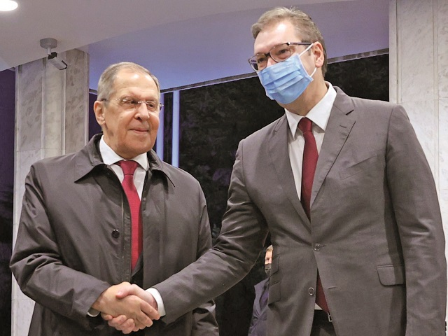 Sputnik V: succes ştiinţific, dar marketing prost? Propagandă şi armă geopolitică? În Europa, vaccinul rusesc lasă o dâră(...)