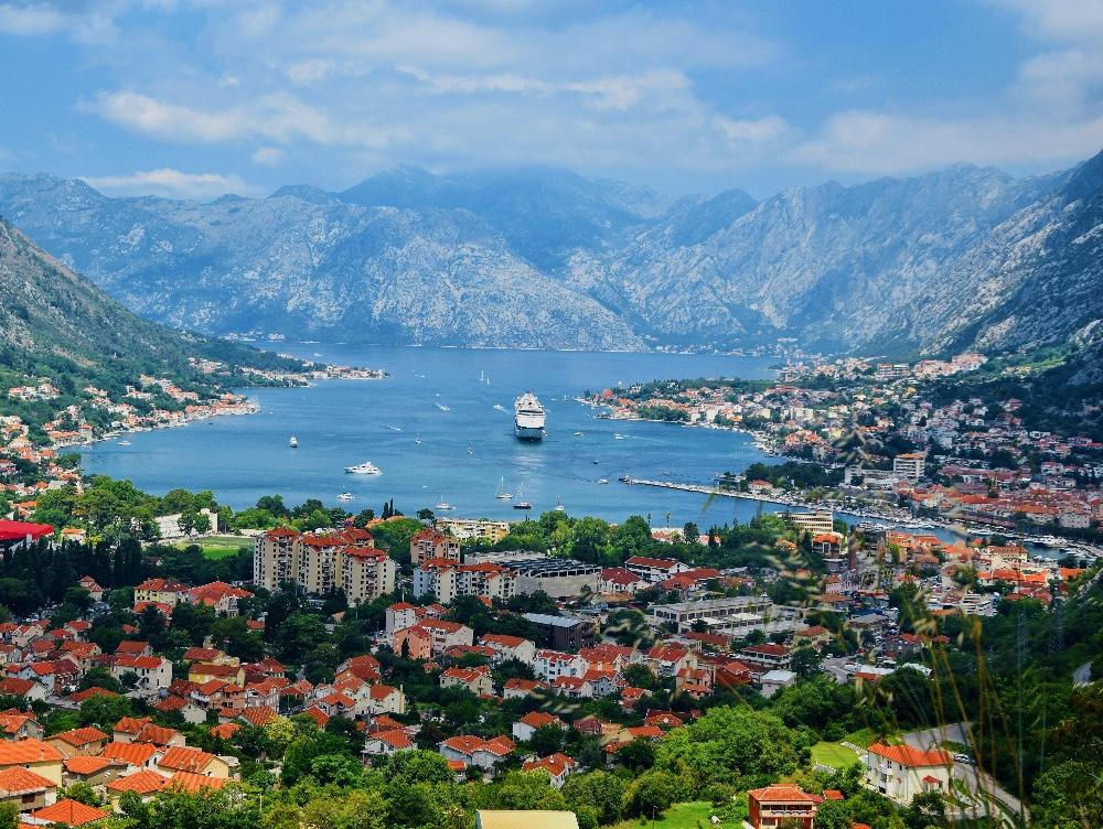 Incredibil, una dintre cele mai frumoase ţări din Europa riscă să piardă o parte din teritoriu. Cum s-a ajuns în(...)