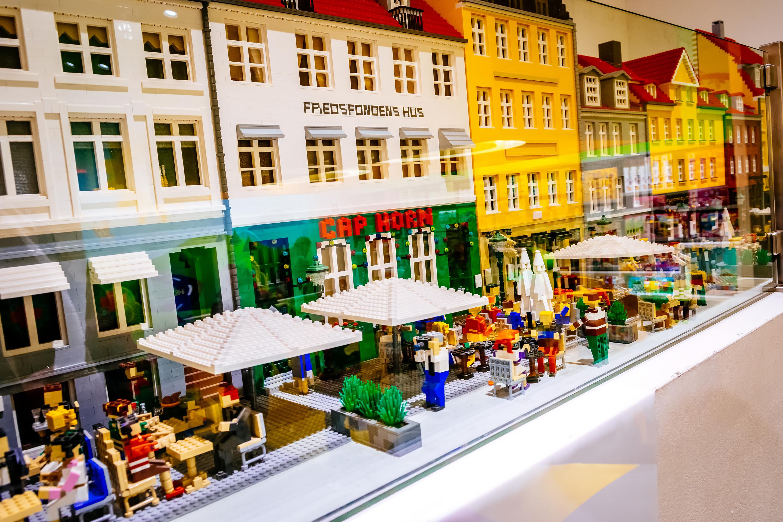 Vânzări cu 50% mai mari pentru grupul Lego în primul semestru din acest an. Ce noutăţi anunţă compania la nivel(...)