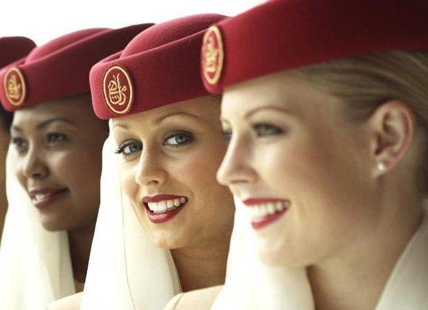 Cât câştigă o stewardesă din România la compania Emirates