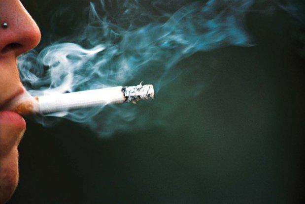 Un angajat din România a pierdut prima anuală şi 10% din salariu pentru că nu şi-a pontat o pauză de ţigară
