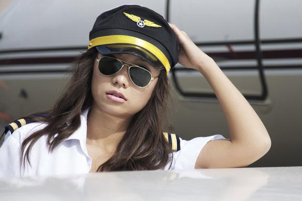 Planurile legate de căsătorie şi viaţa de familie pot face diferenţa în obţinerea jobului de către tinerele care vor să devină stewardese