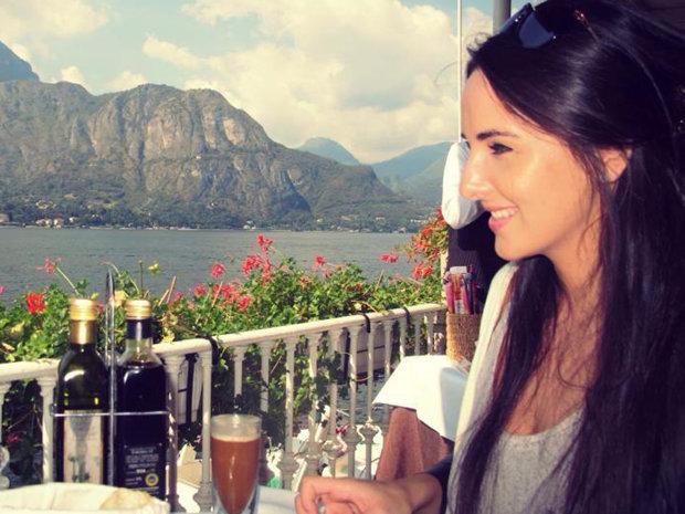 Povestea tinerei de 27 de ani care a devenit stewardesă în Dubai: Muncesc pentru ca într-o zi să pot să trăiesc fericită şi pe o bucată de pământ românesc