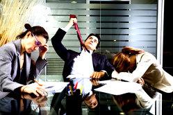 La ce vârstă încep angajaţii să-şi dispreţuiască locul de muncă